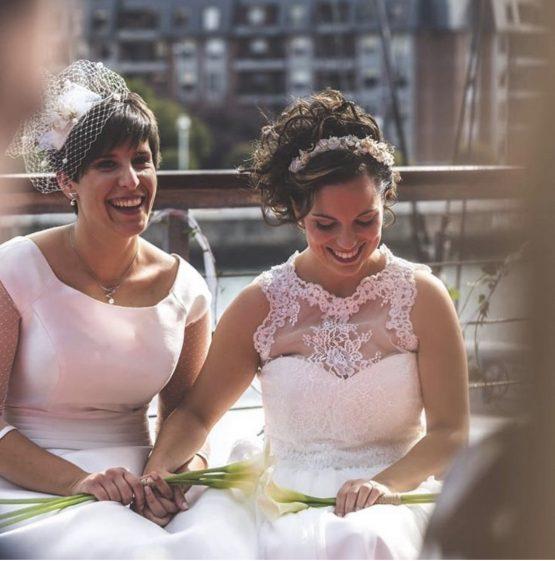 Novias con tocado de boda
