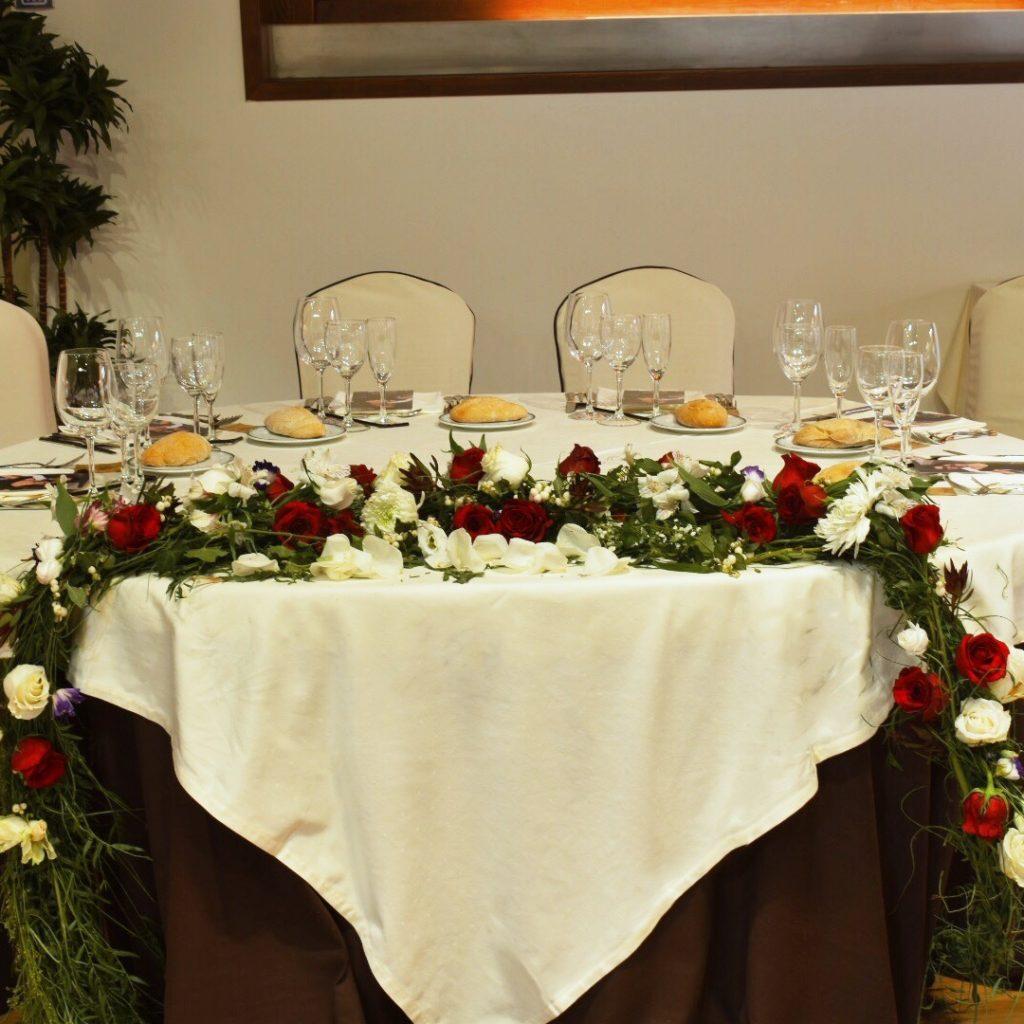 Decoración floral de mesa de boda
